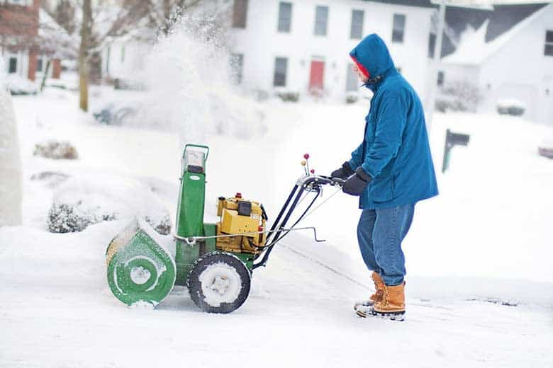 how to clean snow blower carburetor
